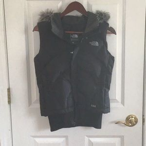 North Face Vest with fur hood black (small)